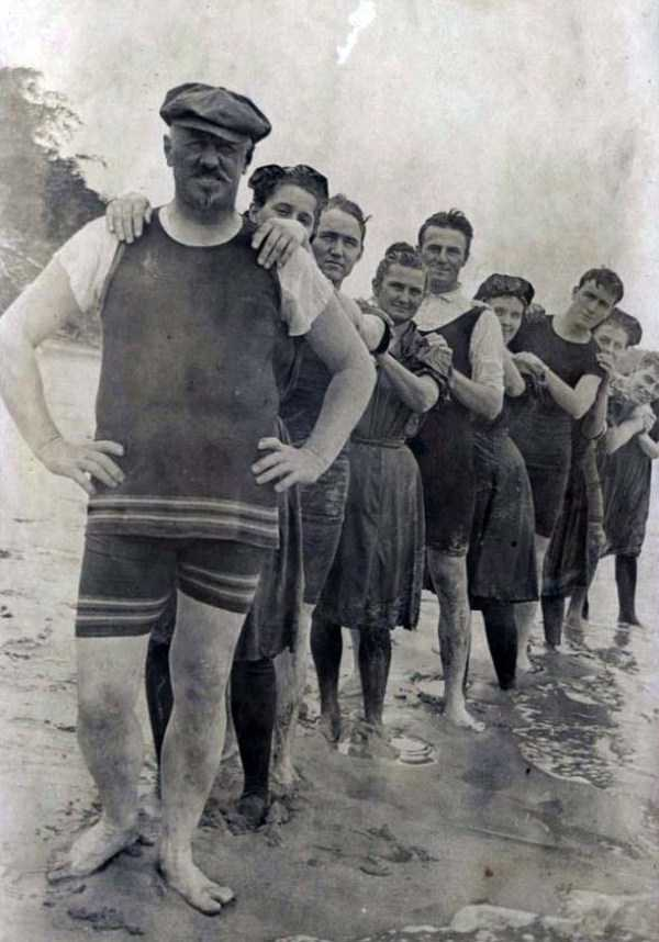 early-20th-century-men-swimwear (12)