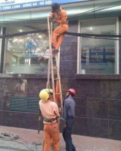 people-doing-unsafe-things (25)