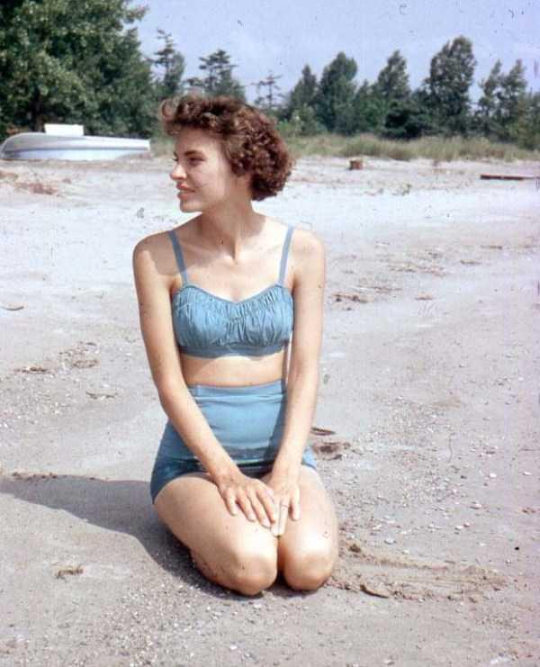 women-swimwear-1950s (3)