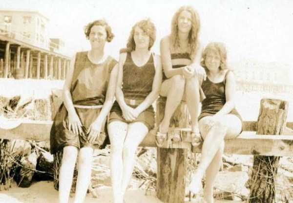 womens-swimsuits-1920s (1)