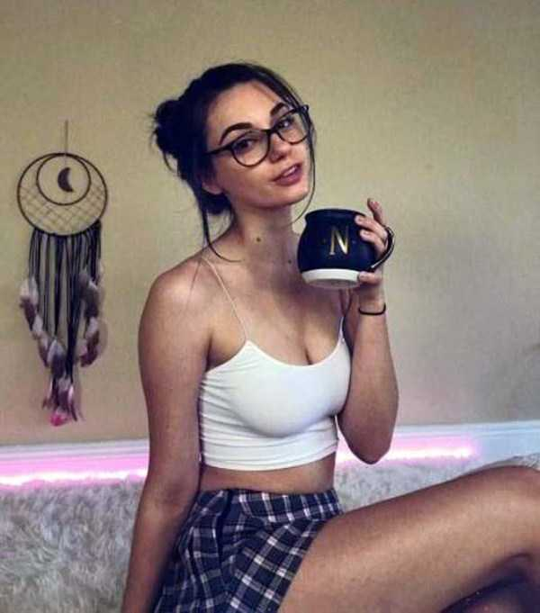 beautiful-girls-with-glasses (13)