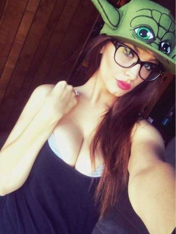 beautiful-girls-with-glasses (2)