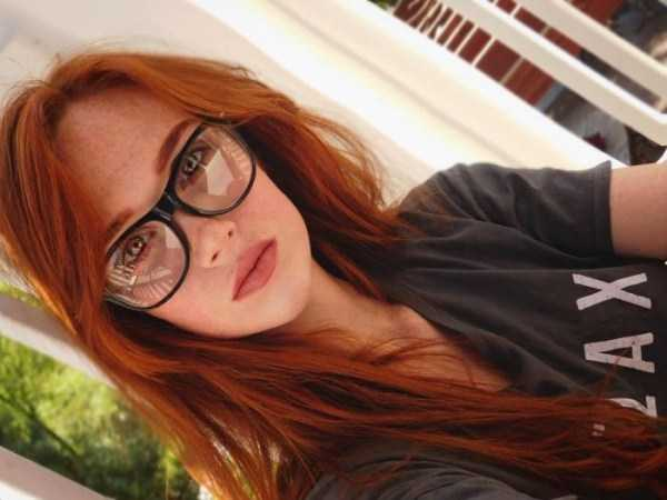 beautiful-girls-with-glasses (24)