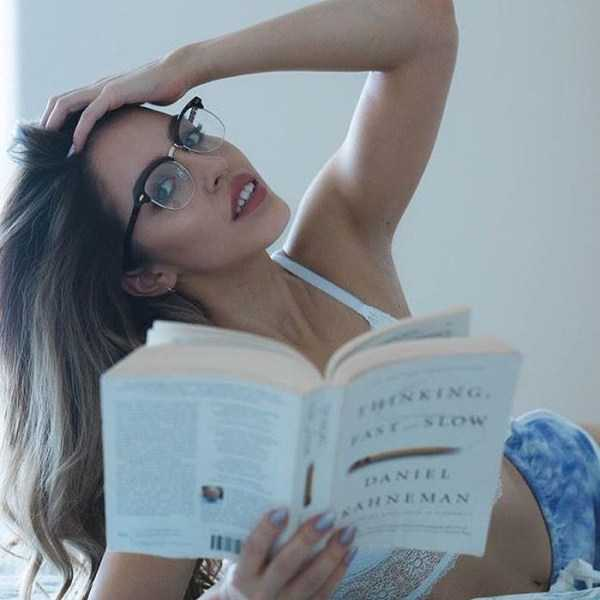 beautiful-girls-with-glasses (26)