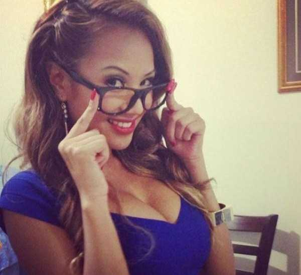 beautiful-girls-with-glasses (30)