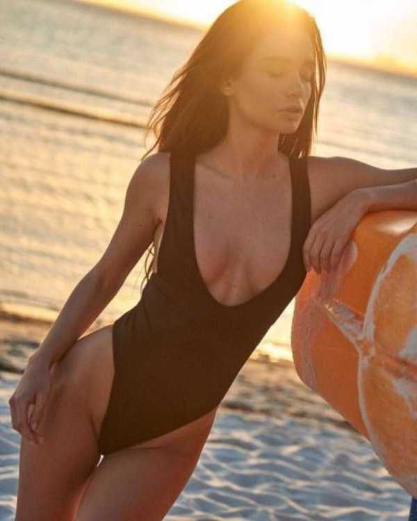 girls-in-one-piece-swimsuits (15)