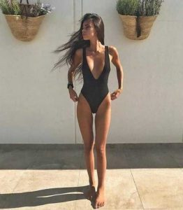 girls-in-one-piece-swimsuits (2)