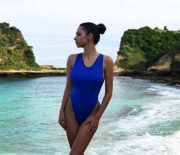 girls-in-one-piece-swimsuits (23)