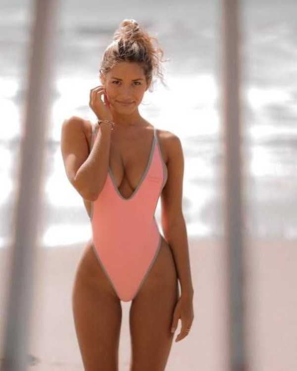 girls-in-one-piece-swimsuits (27)
