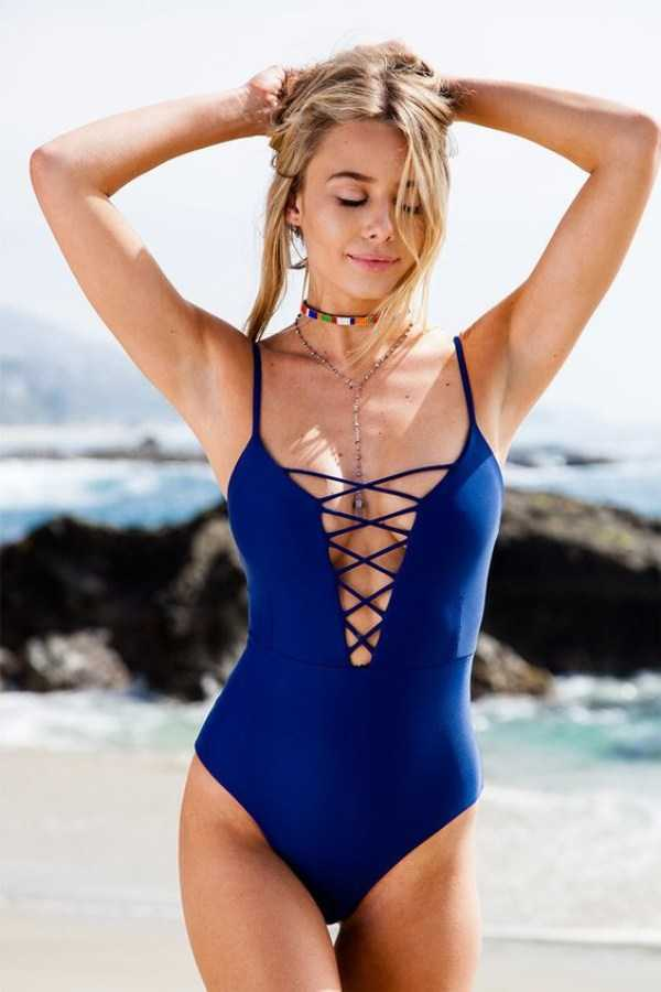 girls-in-one-piece-swimsuits (28)