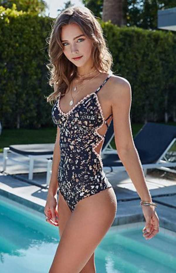 girls-in-one-piece-swimsuits (29)