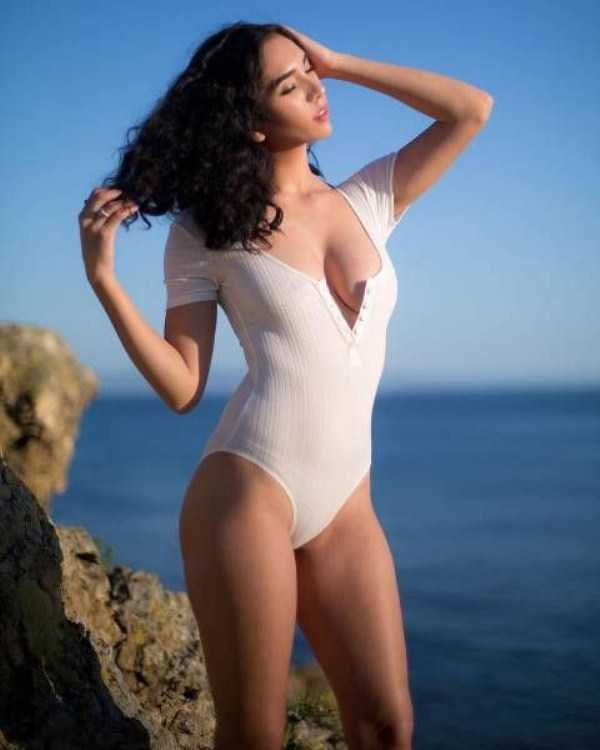 girls-in-one-piece-swimsuits (3)
