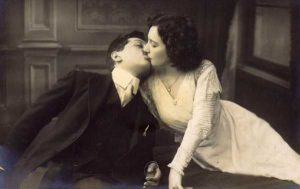 kissing-in-the-past (1)