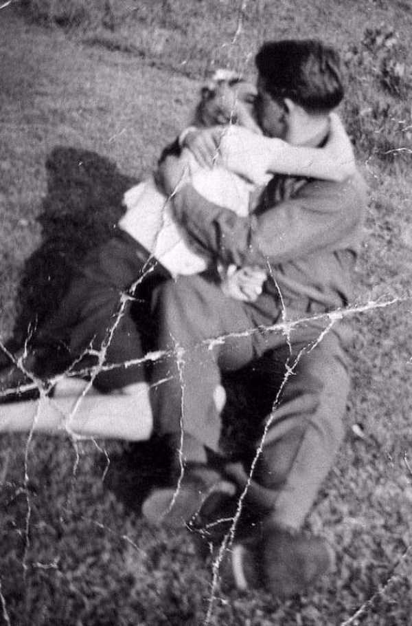 kissing-in-the-past (16)