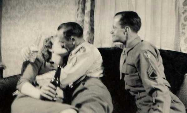 kissing-in-the-past (17)