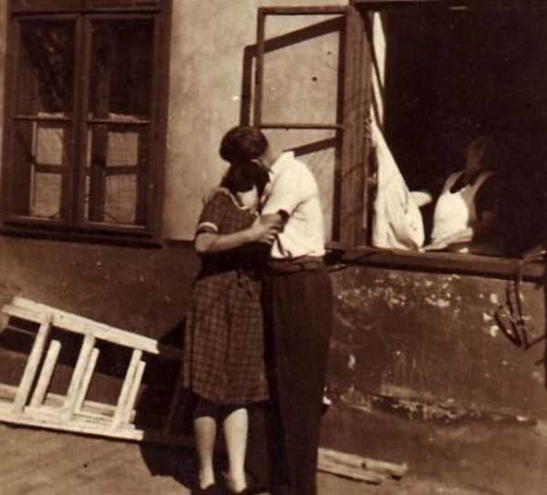 kissing-in-the-past (23)