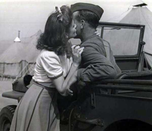 kissing-in-the-past (34)