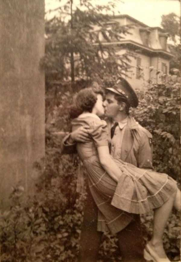 kissing-in-the-past (6)