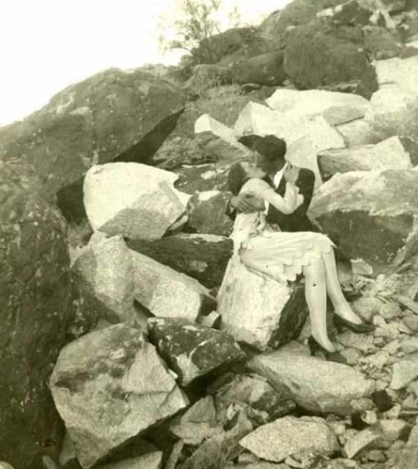 kissing-in-the-past (7)