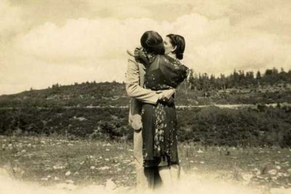 kissing-in-the-past (9)