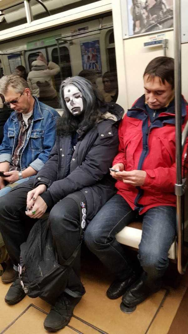 weird-russian-subway-fashion (22)