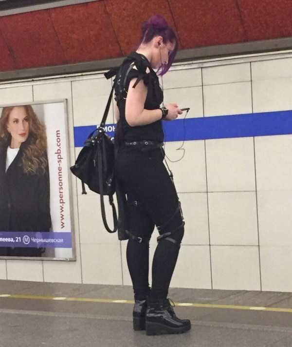 weird-russian-subway-fashion (29)