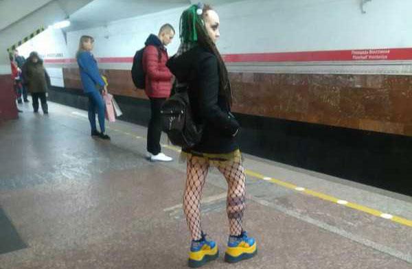 weird-russian-subway-fashion-(36)