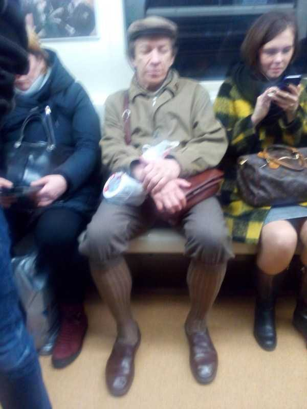 weird-russian-subway-fashion (9)