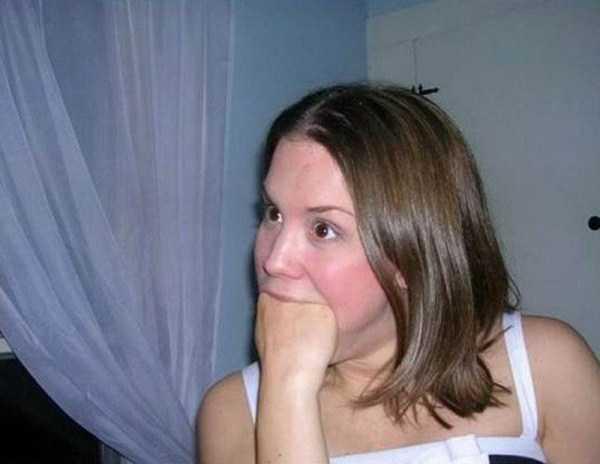 women-putting-stuff-mouth (31)