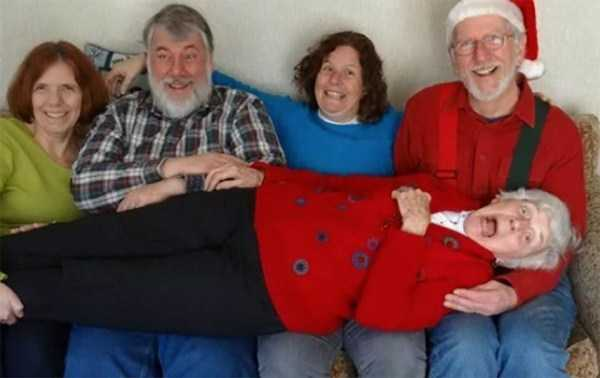 awkward-christmas-familiy-photos (8)