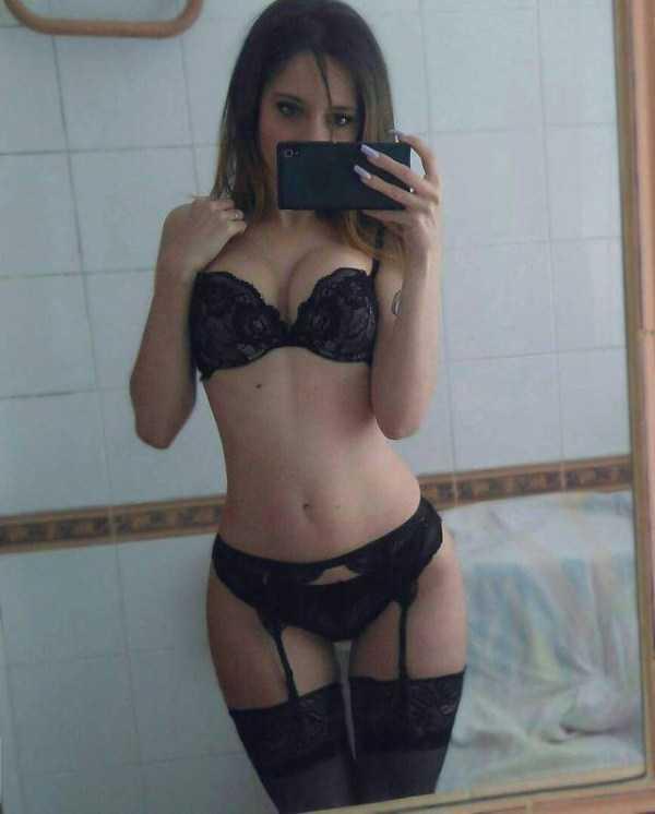chicks-in-lingerie (32)