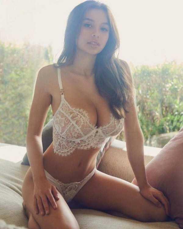 chicks-in-lingerie (57)