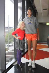 extremely-tall-girls (16)