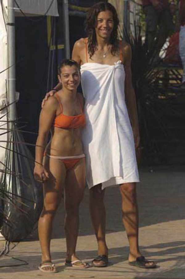 extremely-tall-girls (25)