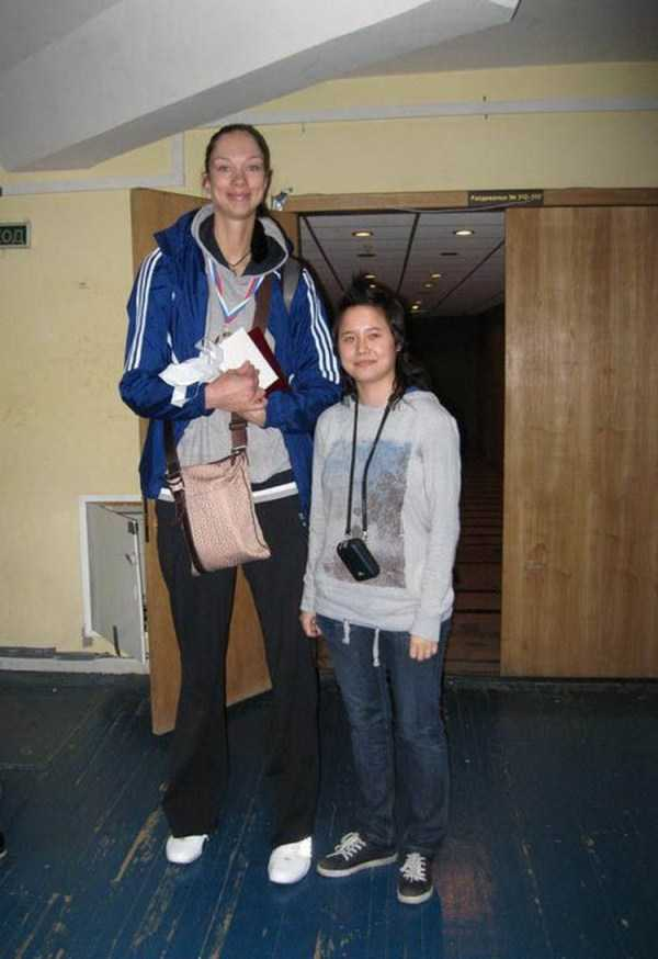 extremely-tall-girls (27)