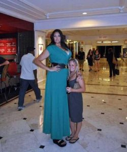 extremely-tall-girls (34)