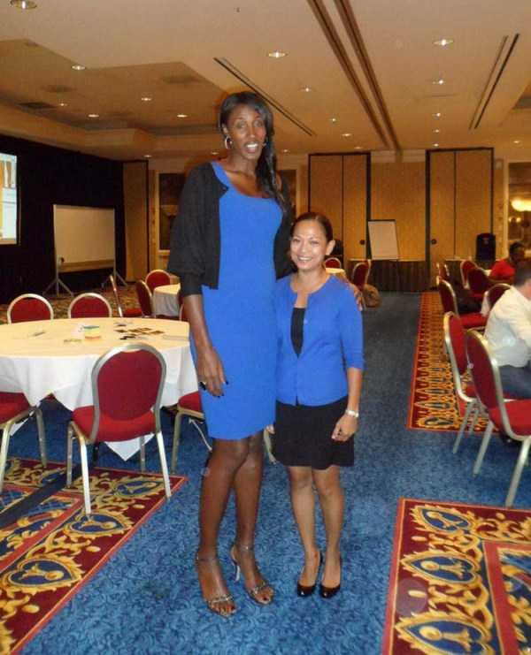 extremely-tall-girls (38)