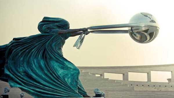 sculptures-defy-gravity (1)