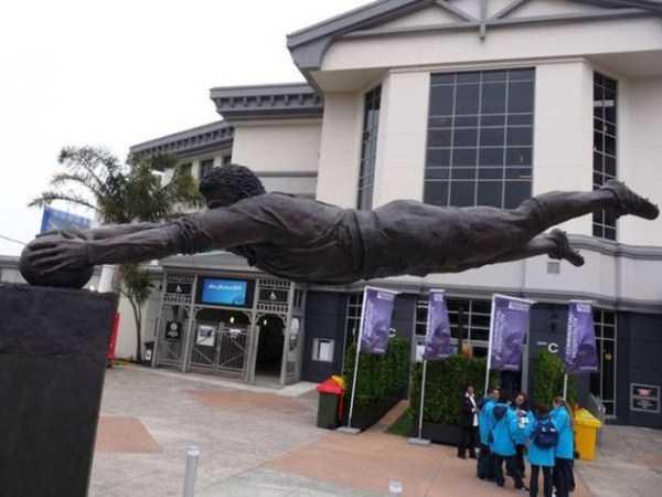 sculptures-defy-gravity (15)