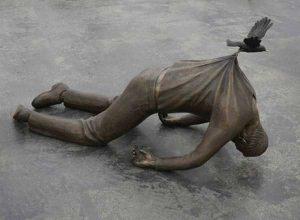 sculptures-defy-gravity (3)