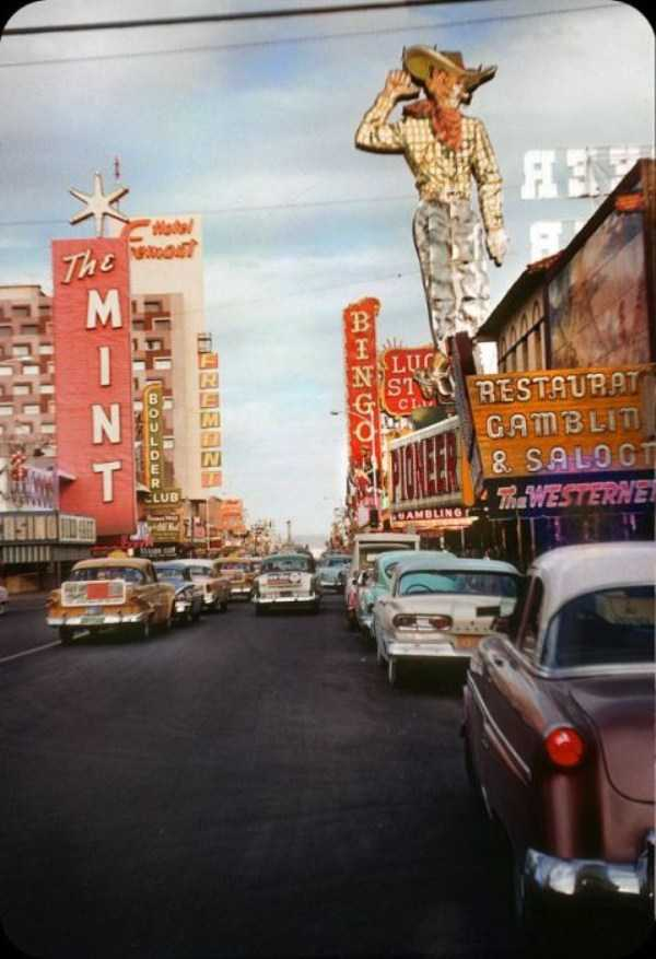 35 color photos of las vegas in the 1950s