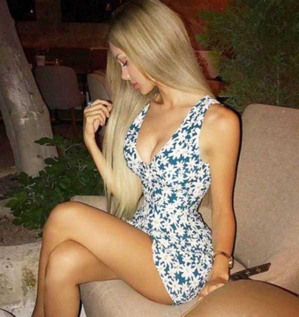 girls-in-tight-dresses (16)