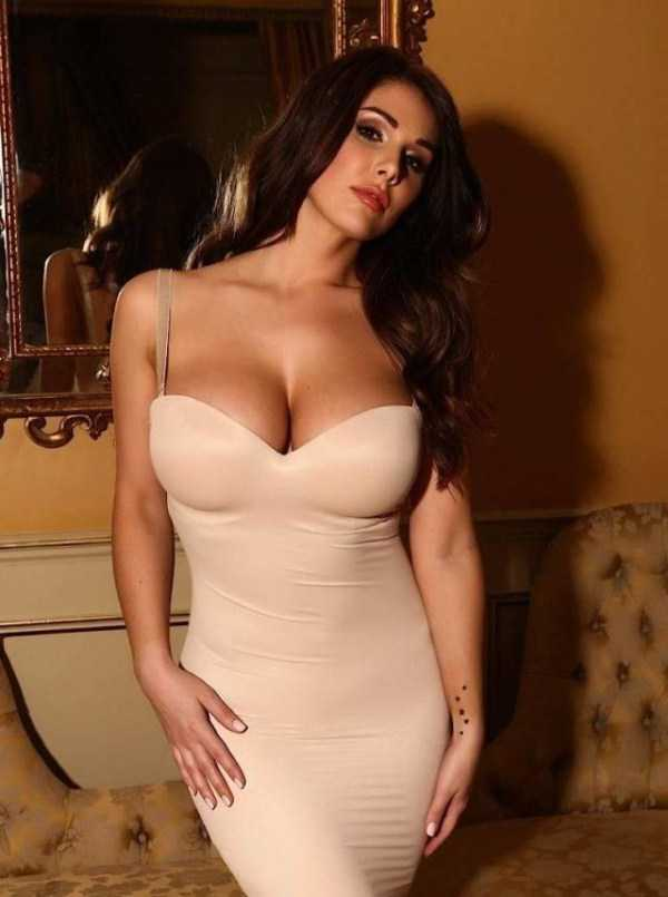 girls-in-tight-dresses (23)