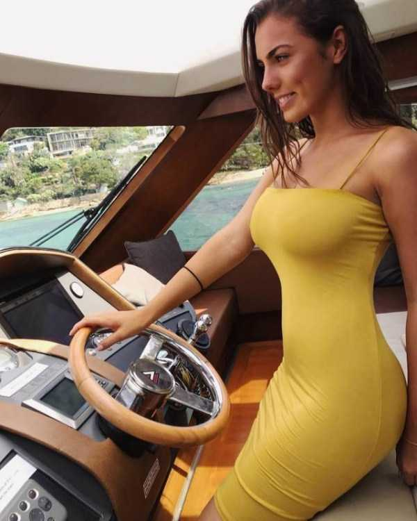 girls-in-tight-dresses (33)