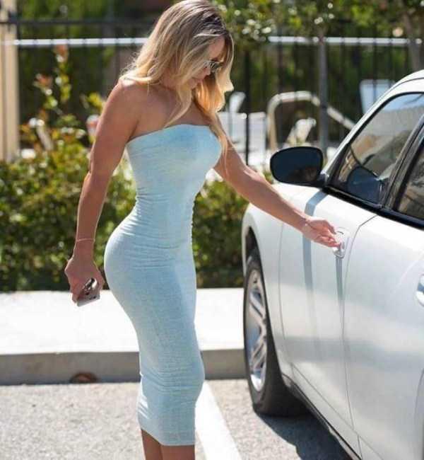 girls-in-tight-dresses (34)