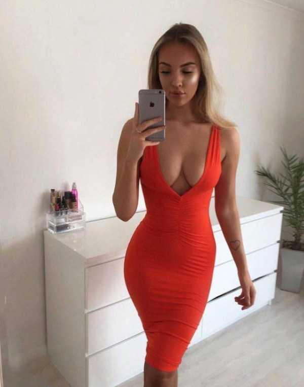 girls-in-tight-dresses (53)
