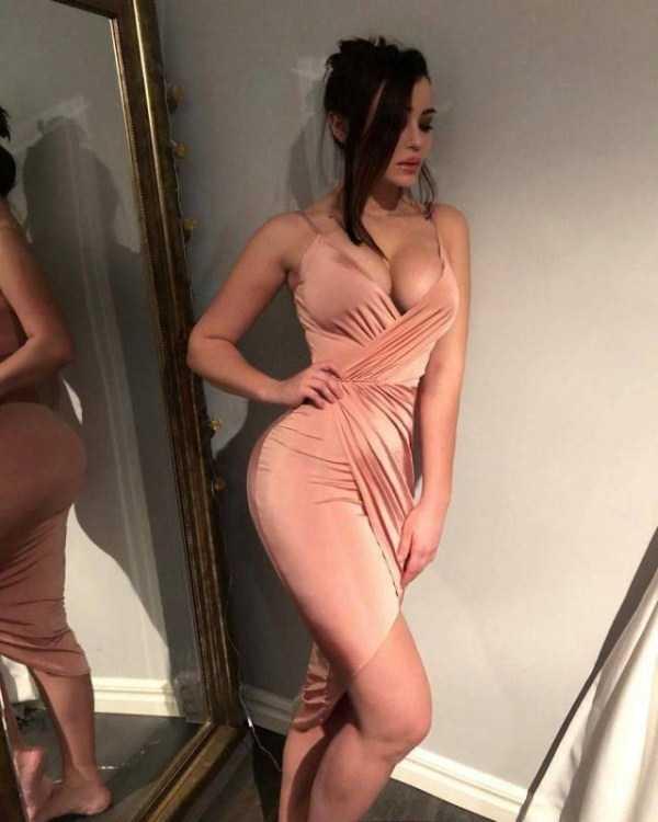 girls-in-tight-dresses (58)
