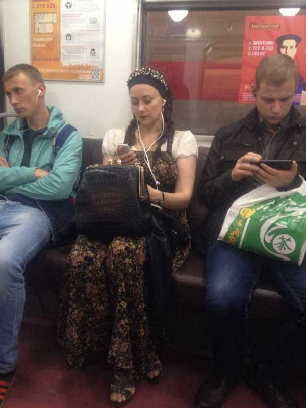 russian-subway-weirdos (3)