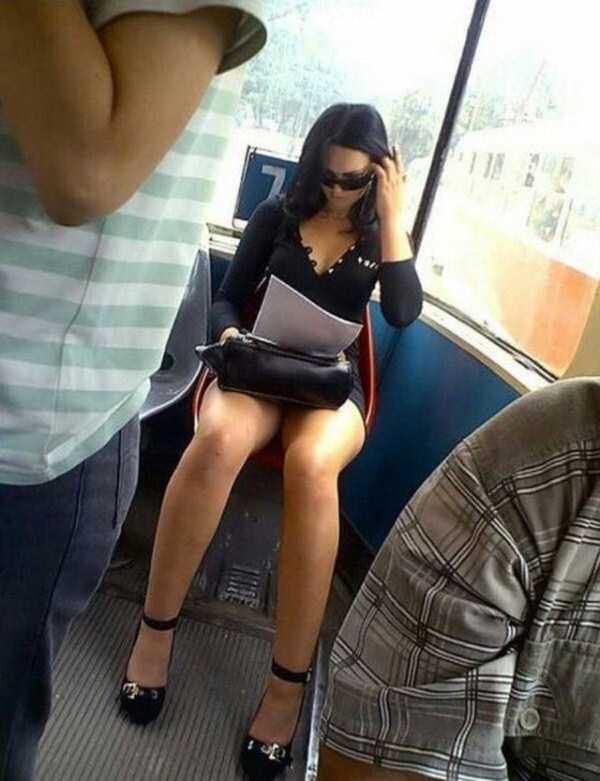 ровной молодая девушка в мини юбке зашла в маршрутку онлайн видео вас