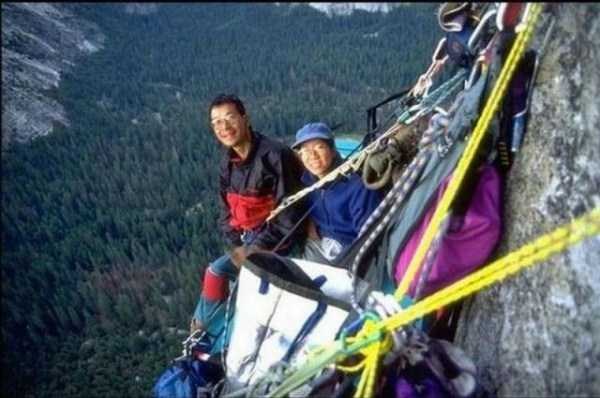 climbers-hanging-tents (25)